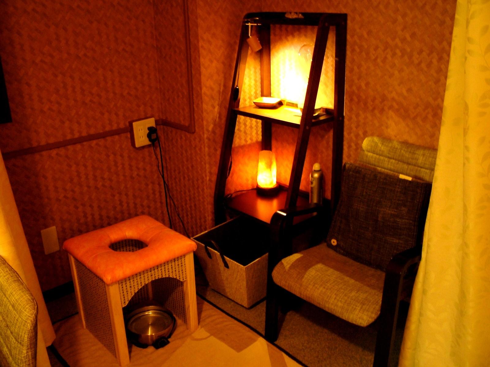 カーテンで仕切られた完全個室
